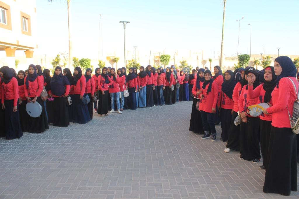 6- لفتة مميزة من طالبات كلية البنات الازهرية لدعم مرضي السرطان