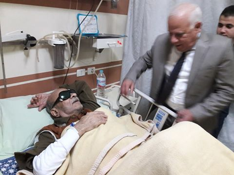 المحافظ خلال زيارته للبطل مهران