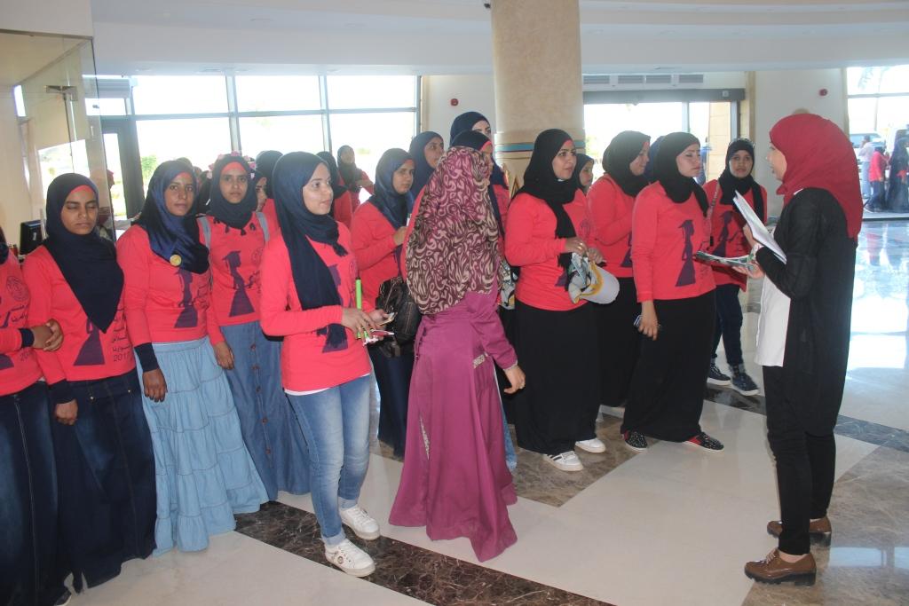 7- طالبات الازهر يدعمن مرضي السرطان بأموال حفل تخرجهن