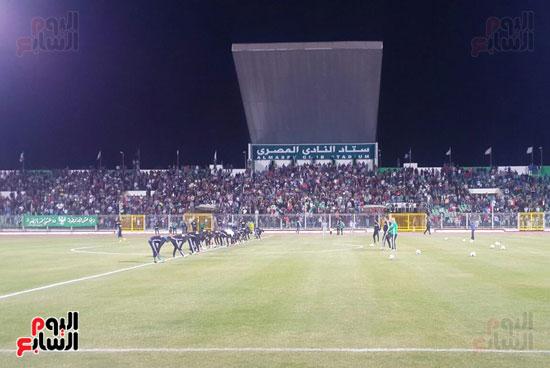 مجلس ادارة النادي والنواب يحضرون المران
