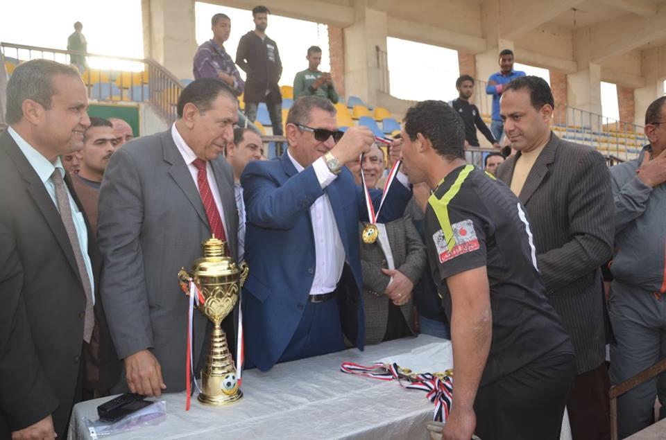 محافظ كفر الشيخ يكرم مركز شباب دسوق