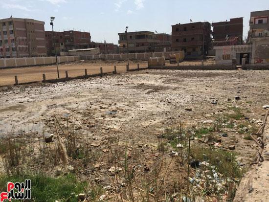 ملعب مركز شباب ميت غزال يتحول لمستنقع مجارى