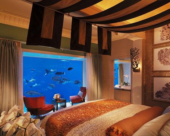 غرف تحت الماء بالفندق (1)