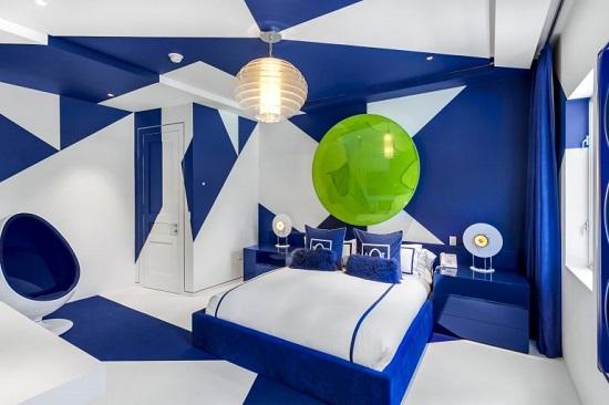 غرفة نوم باللون الأزرق وتصميم عصرى