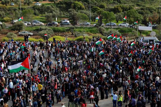 الآف الفلسطينيين يحيون ذكرى يوم الأرض فى منتصف  قمع الاحتلال