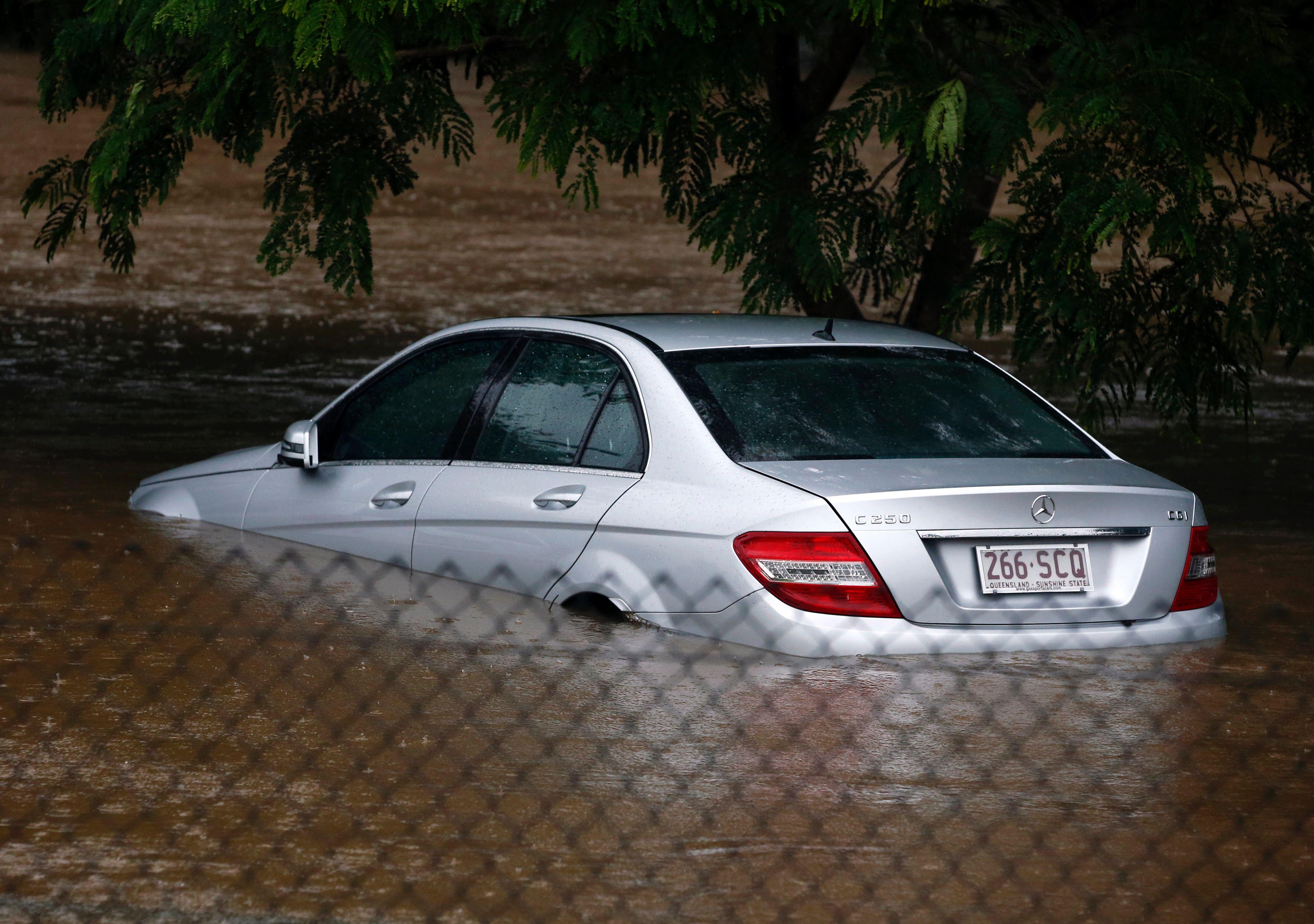 غرق السيارات
