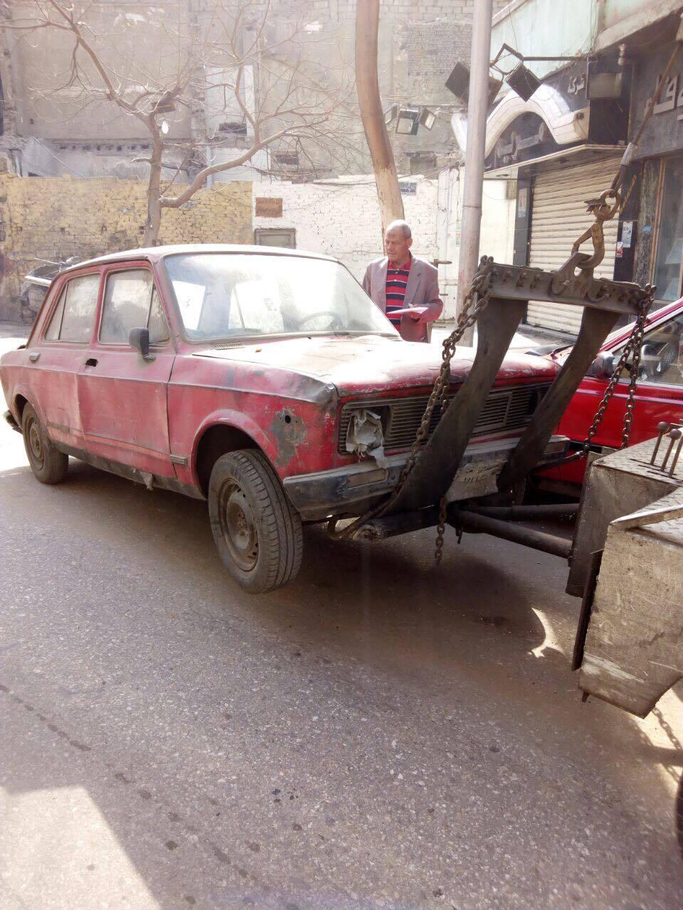 رفع سيارات متهالكه من شوارع القاهره (1)