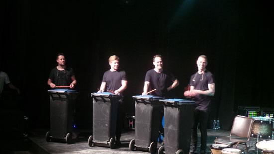 فريق كوبنهاجن درامز اثناء عرض بالإسكندرية