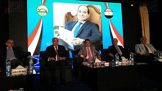 محافظ مطروح والوزراء خلال بدء مؤتمر سيوة