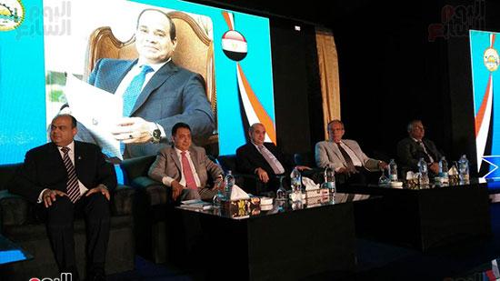 محافظ مطروح والوزراء على منصة مؤتمر الاستثمار بسيوة
