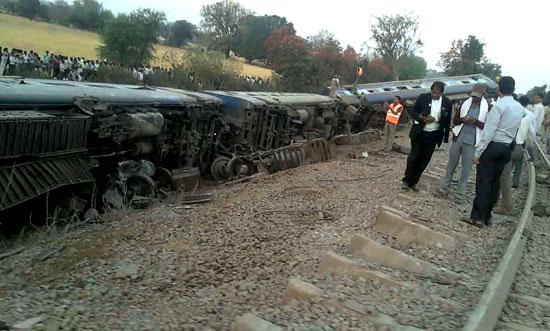 إصابة 30 شخصا فى خروج قطار عن مساره فى الهند