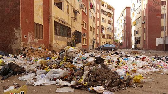 روائح كريهة تنبعث من القمامة