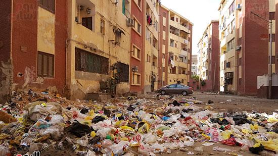 القمامة تنتشر بعزبة السجن