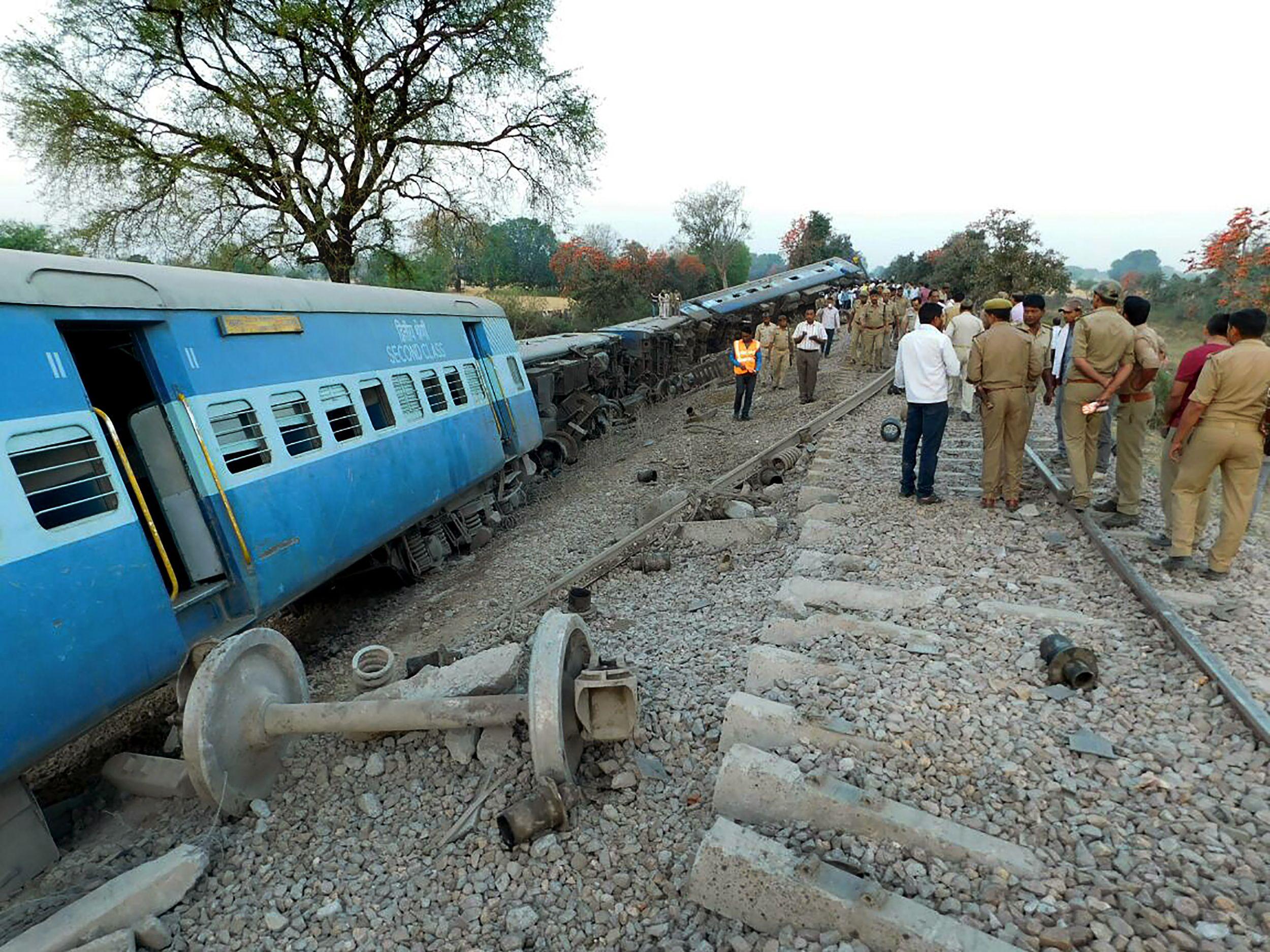 خروج قطار ركاب عن مسارة فى الهند