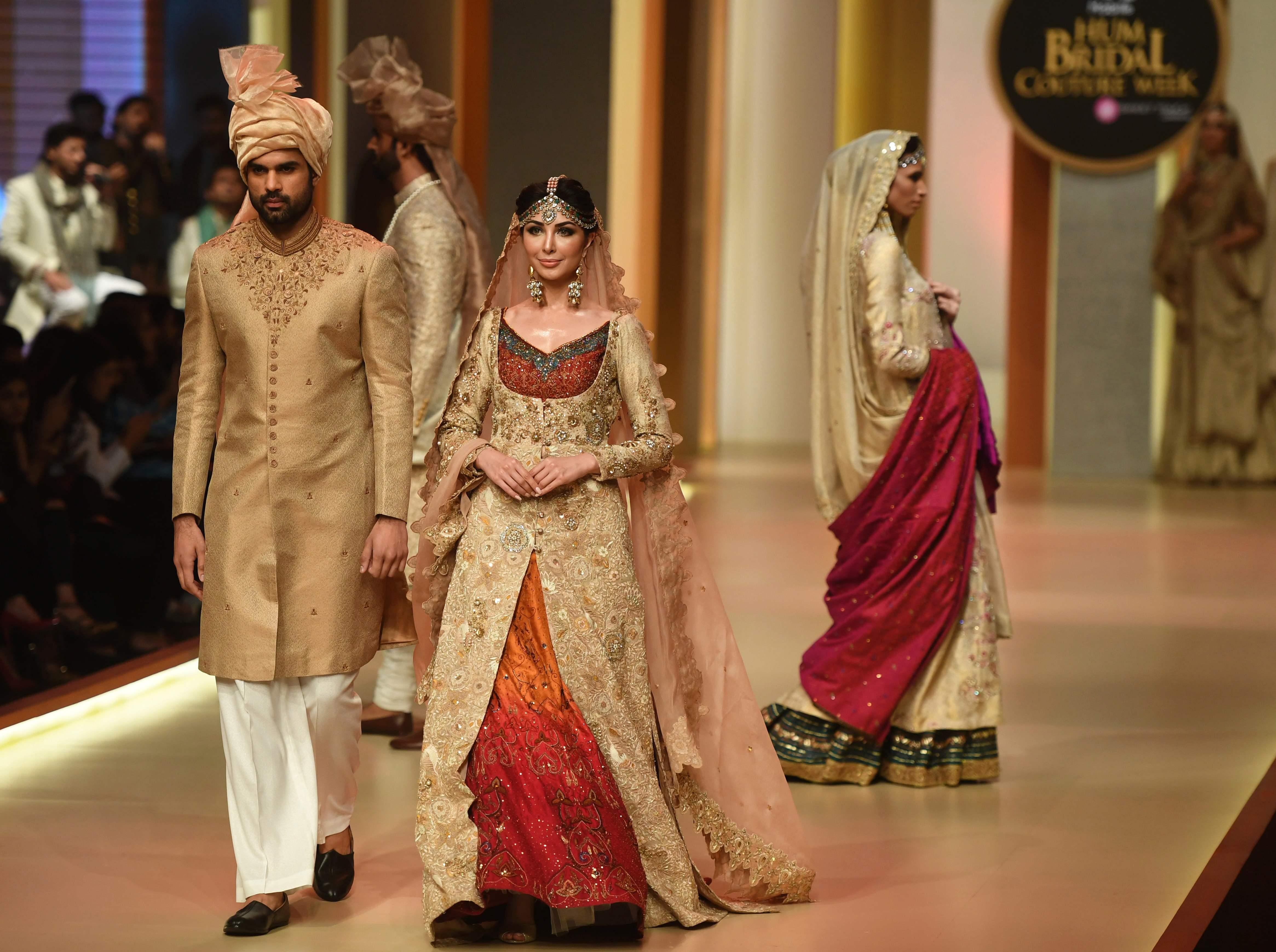 عرض الأزياء كراتشي