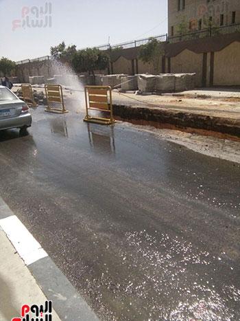 كسر-ماسورة-مياه-فى-شارع-عبد-العزيز-الشناوى