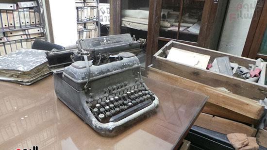 آلة كاتبة قديمة كانت تستخدم فى المراسلات
