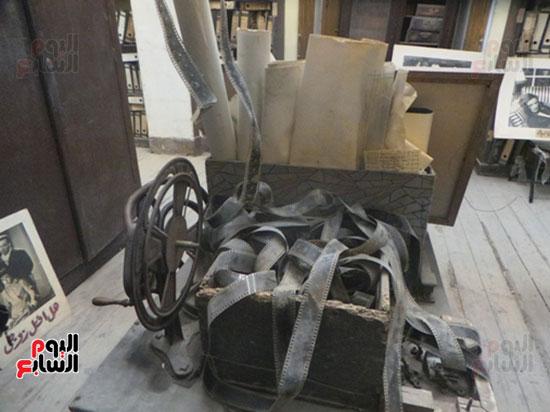 آلة تشغيل الأفلام السينمائية قديماً