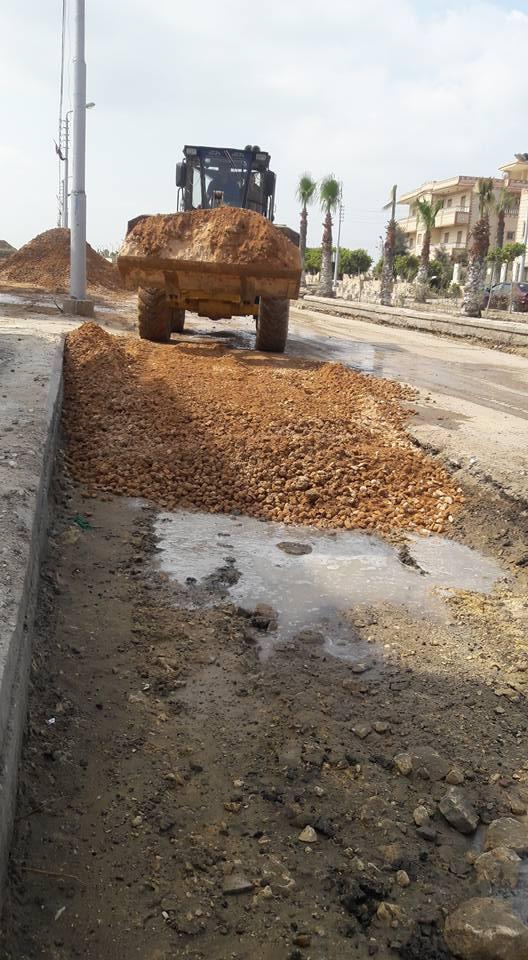 3- أعمال الرصف بفرد السن والدمك في مناطق الرصف بمصيف بلطيم