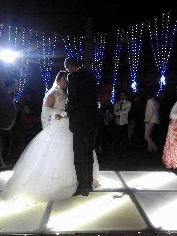 العروسان يؤديان رقصة الـ سلو