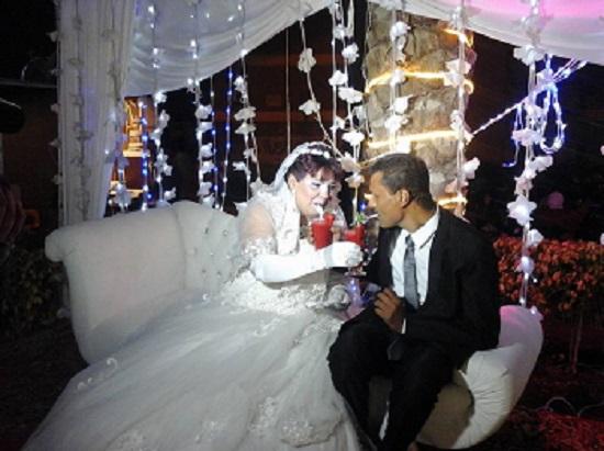 العروسان فى الكوشة