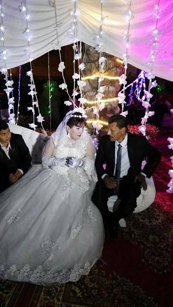 منال وزوجها وابنهما