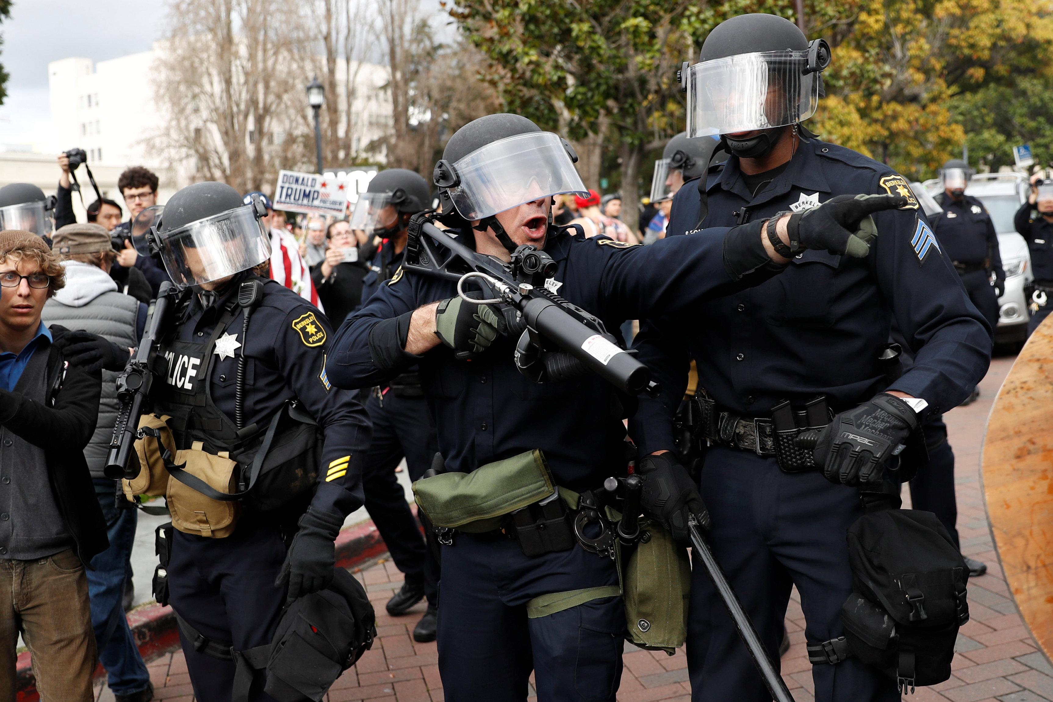 الشرطة الأمريكية تدخل لفض التظاهرات