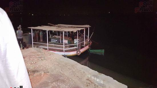 الإنقاذ النهرى تكثف جهودها لانتشال ضحايا الحادث