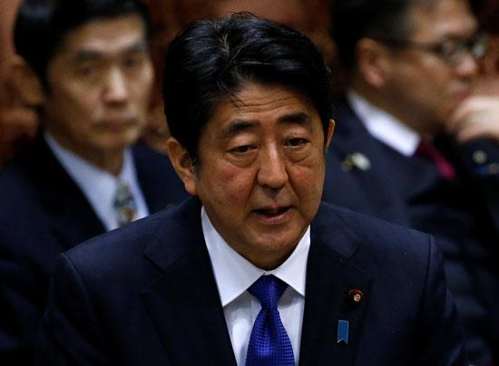 شينزو آبى رئيس الوزراء اليابانى عقب اطلاق صواريخ كوريا الشمالية