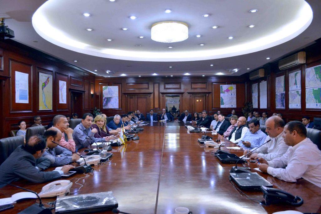 1- محافظ الأقصر يجتمع بلجنة الصحة بالبرلمان ويؤكد إنشاء 3 مستشفيات جديدة وتطوير 4 آخري