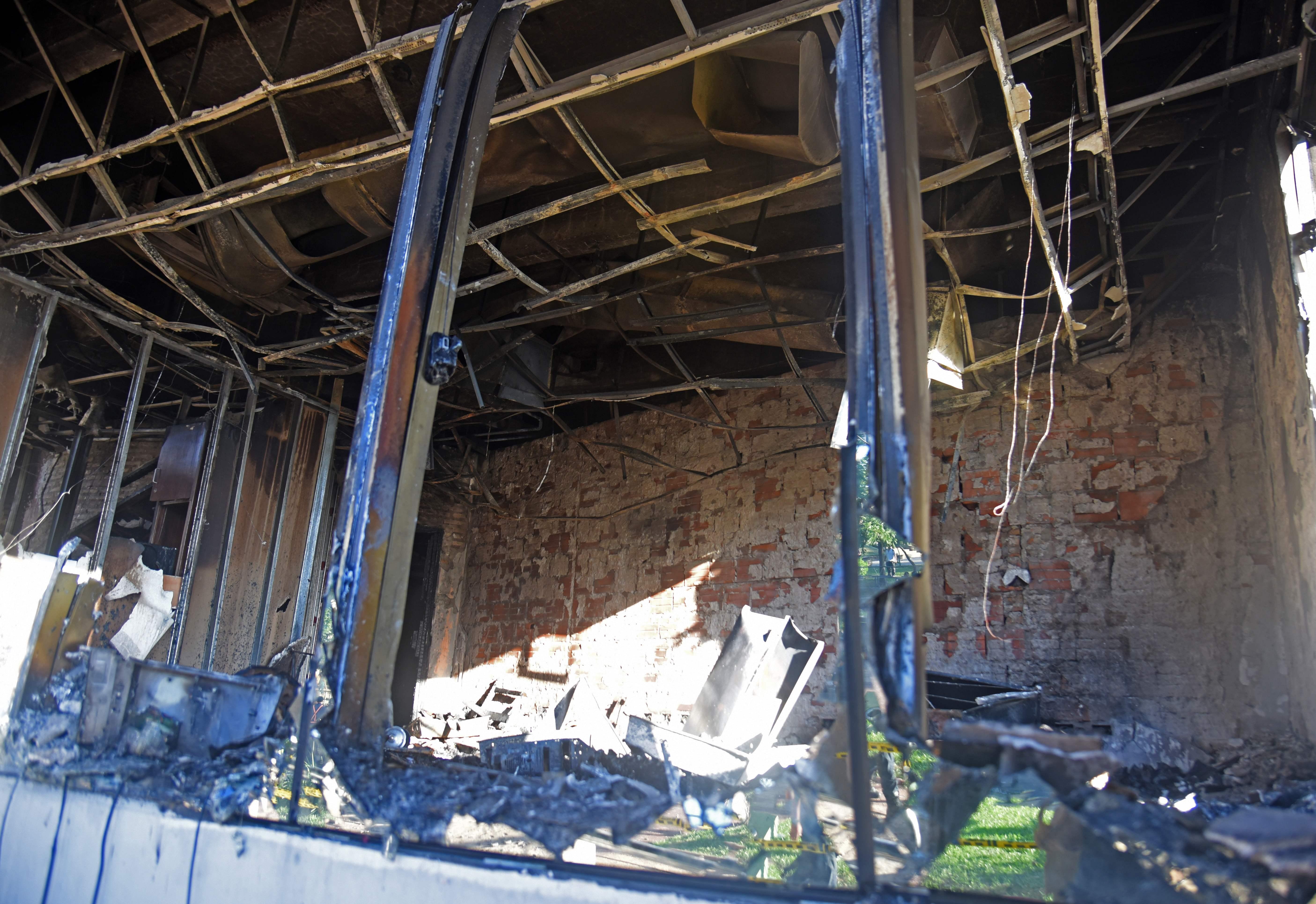 جانب من الأضرار بعد الاحتجاجات