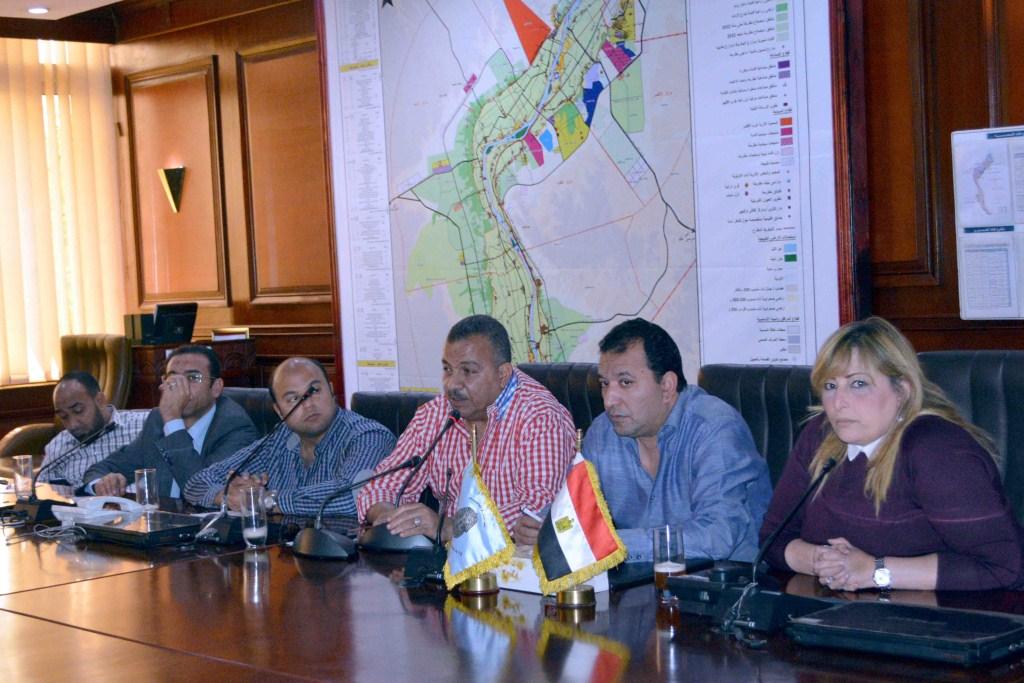 2- جانب من اجتماع المحافظة واعضاء لجنة الصحة بالبرلمان