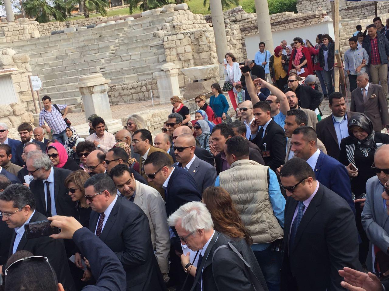 1 وفدا البرلمان ووزير الاثار ومحافظ الاسكندرية يشهدوا تطوير منطقة كوم الدكة