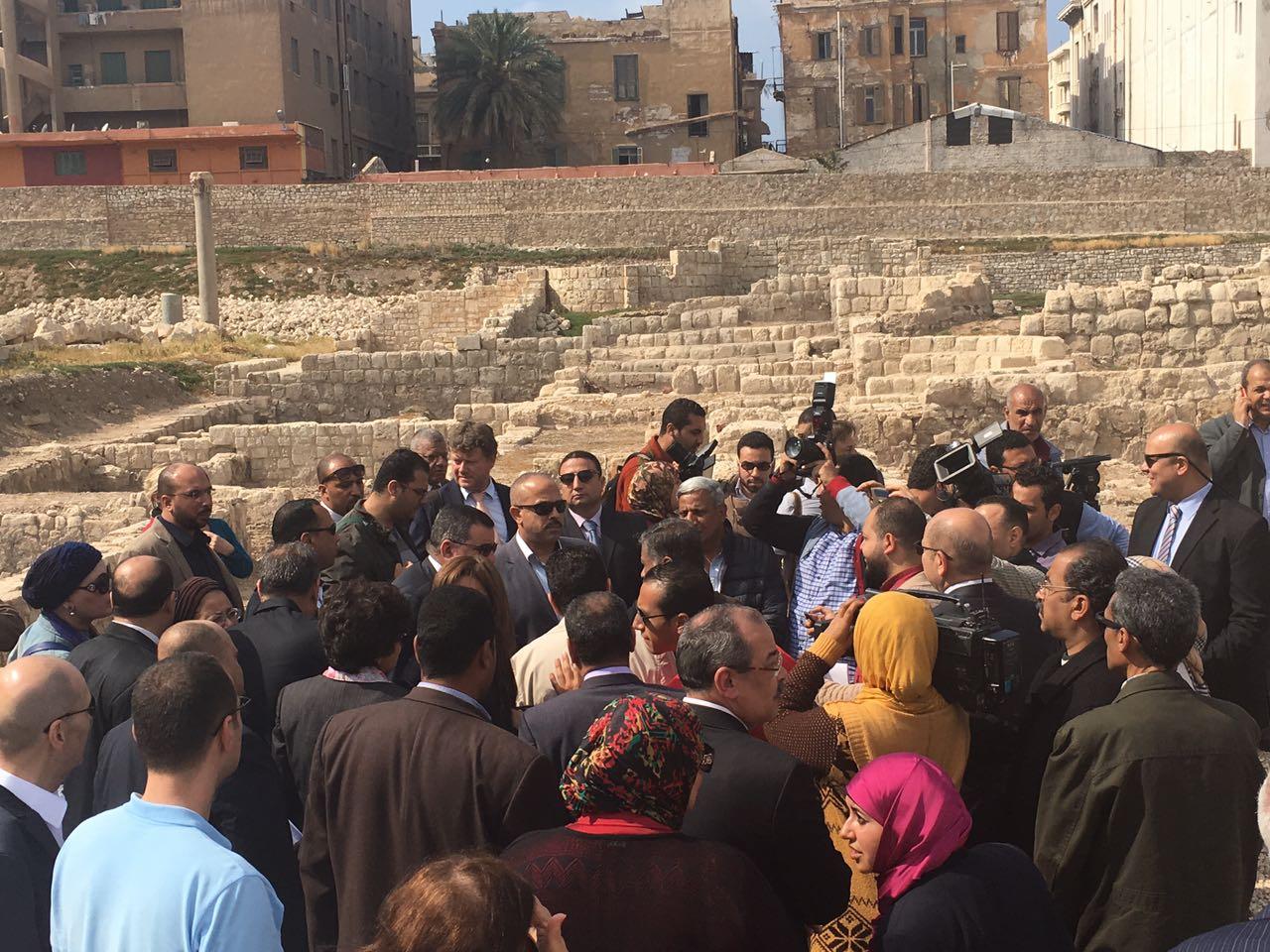 وفدا البرلمان ووزير الاثار ومحافظ الاسكندرية يشهدوا تطوير منطقة كوم الدكة