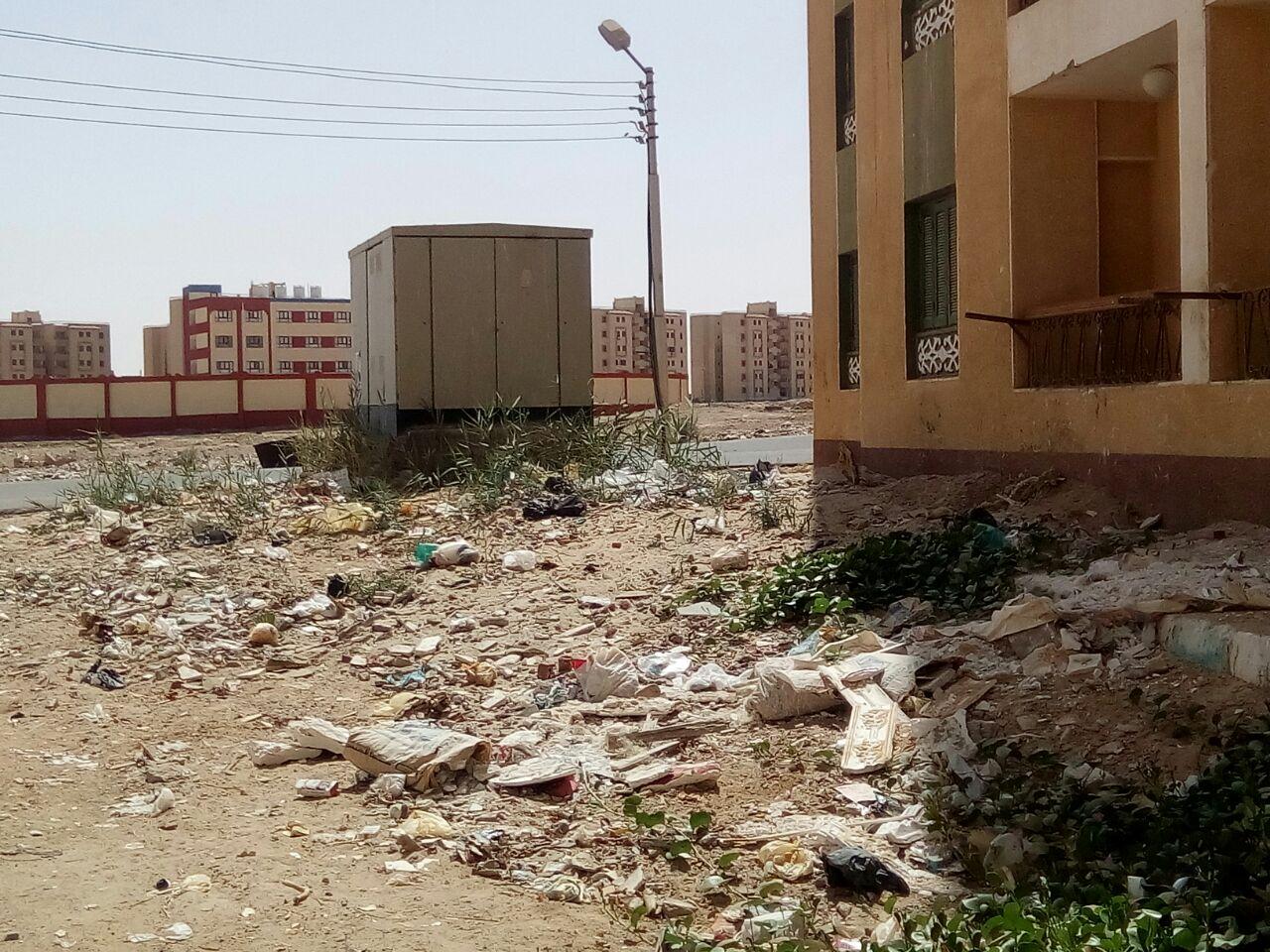 الاهمال يسيطر على مساكن حى الأوقاف الجديدة بالخارجة  (7)