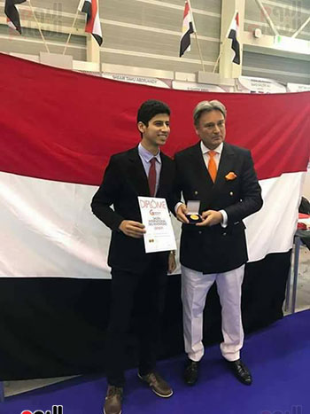 أحمد جمال مطر يحصل على الميدالية الذهبية