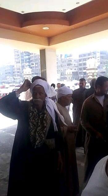 أهالى أنشاص بالشرقية يتهمون موظفى التموين بالنصب (5)