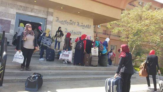 وصول الفتيات للمدينة الشبابية لبدء زيارة معالم الاقصر