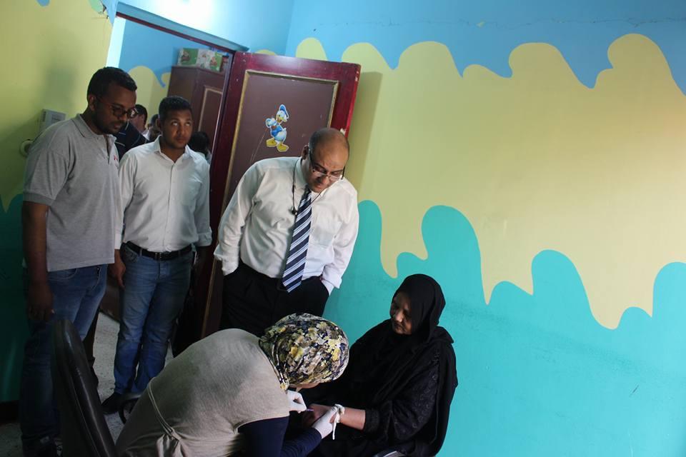 4- سحب العينات من سيدات القرنة خلال الحملات