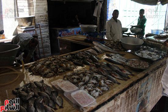 احد التجار القلائل الذين غامروا بالبيع في أول ايام المقاطعة .