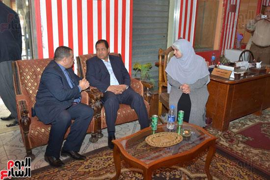 محافظ الغربية يجتمع مع وكيل وزارة التضامن الاجتماعى ومسئولة الدار