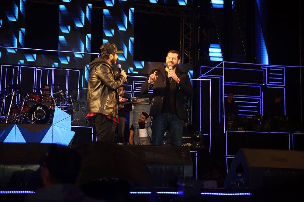 تامر حسنى يغنى مع عمرو يوسف (1)