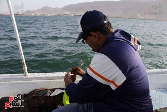 يفضل هواة الصيد الخروج في خليج السويس لتوفر انواع  كثيرمن الاسماك