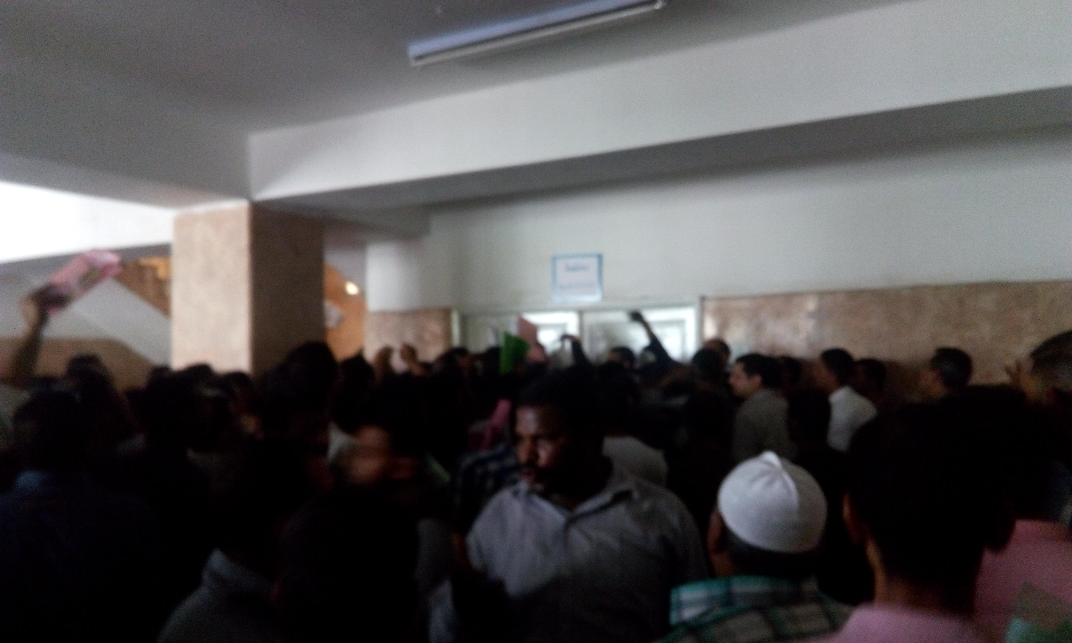 المئات يتقدمون لعدد الوظائف بمحكمة قنا