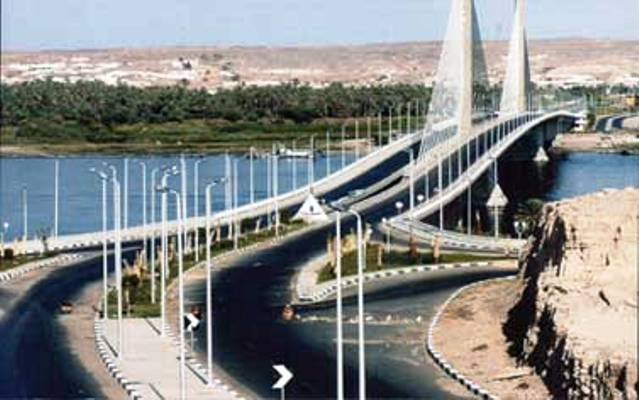 كوبرى أسوان المعلق فوق النيل