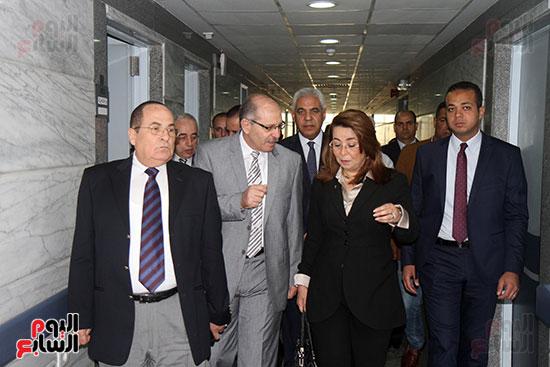 وزيرة التضامن تزور مصابى تفجيرات الكنائس (2)