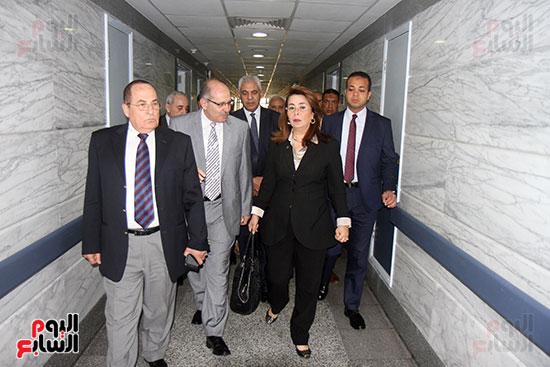 وزيرة التضامن تزور مصابى تفجيرات الكنائس (3)
