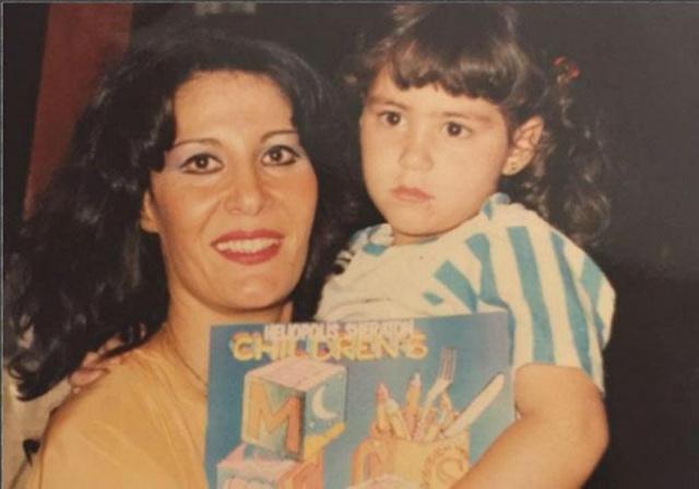 نتيجة بحث الصور عن الفنانة منة شلبي في طفولتها