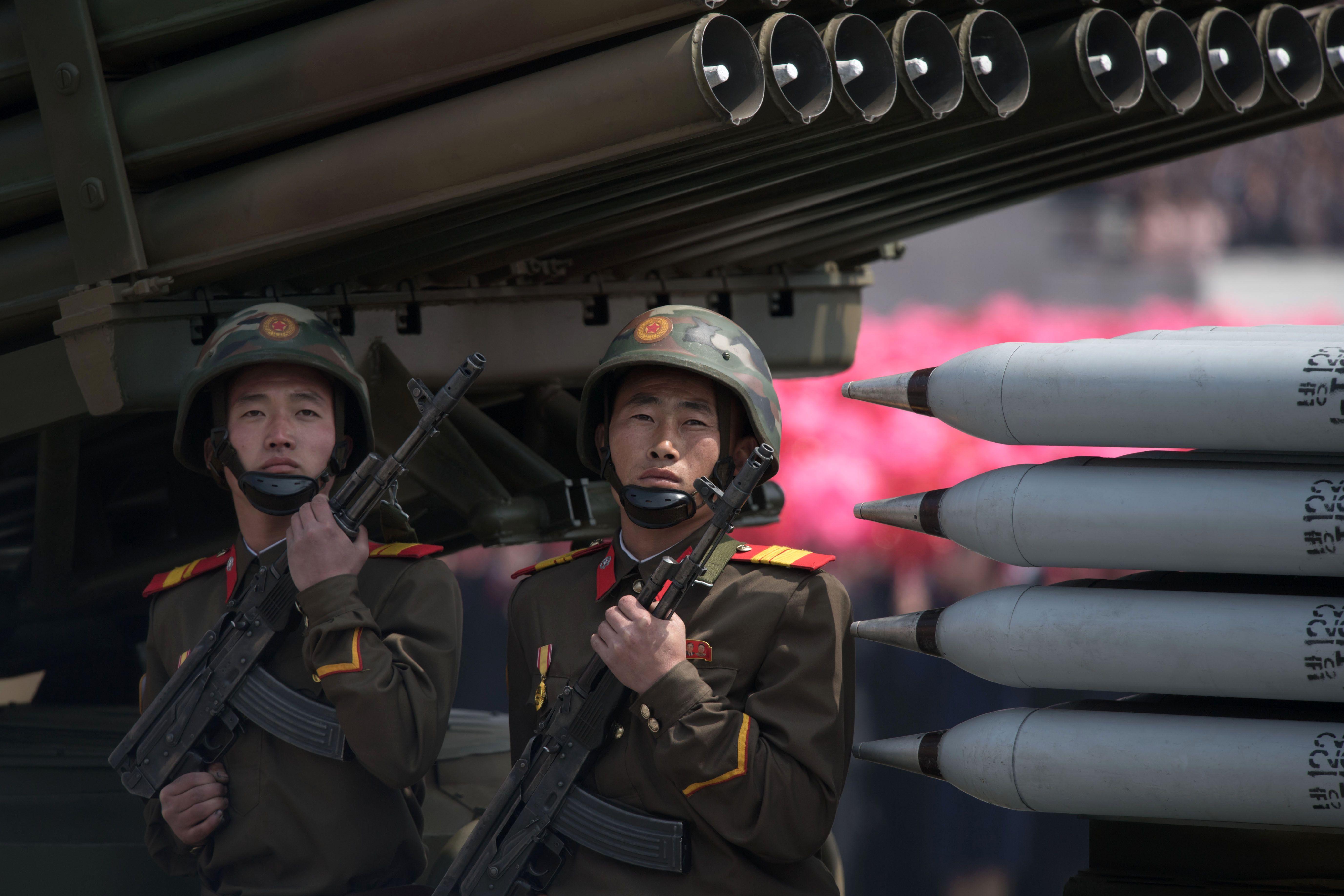 قاذفات صواريخ متنقلة خلال العرض العسكرى