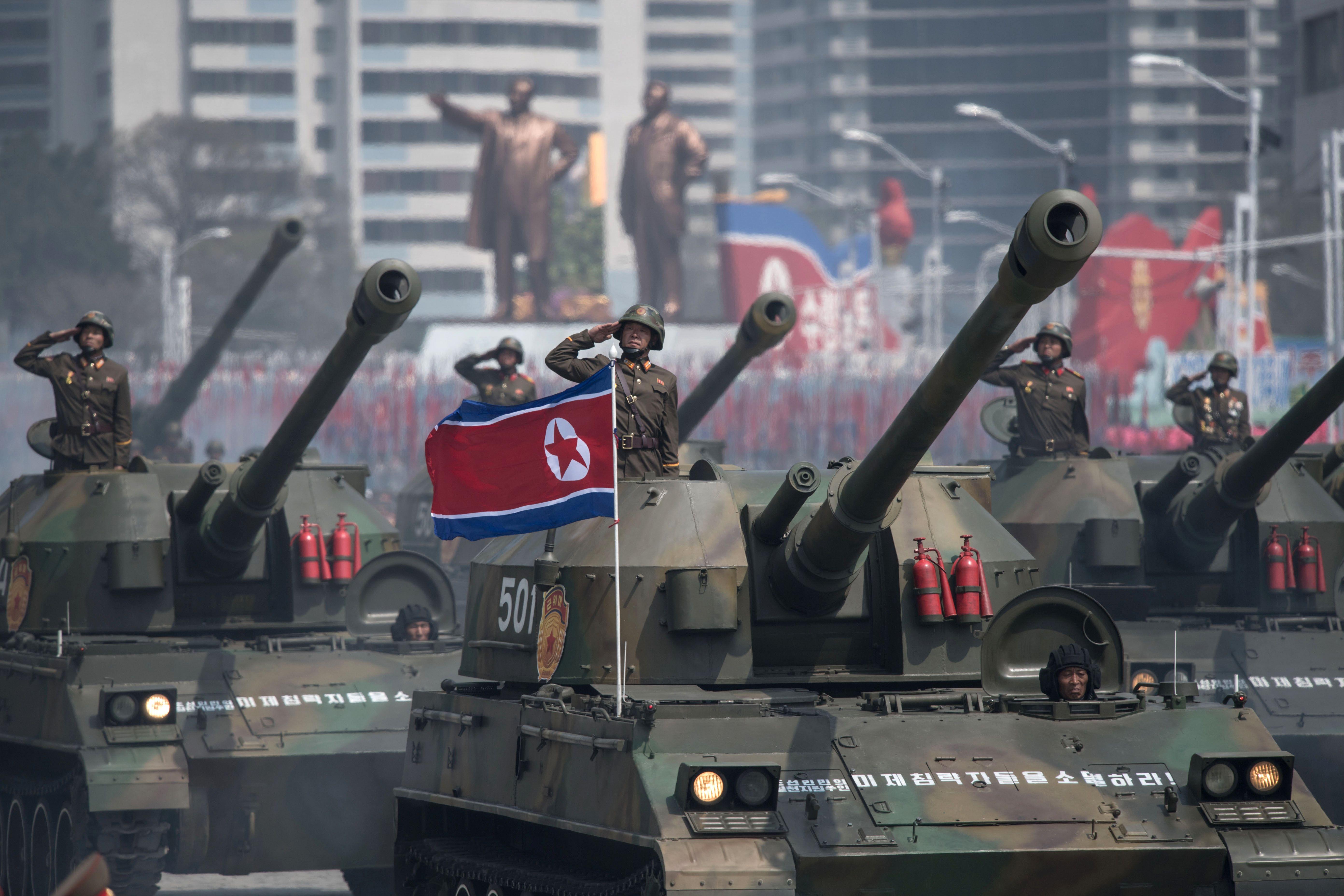عرض دبابات الجيش الكوري الشمالي